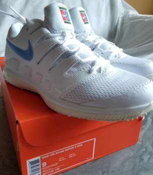link to 全新白色 Nike air zoom vapor 10