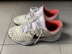 link to Nike Air Zoom Cage 3