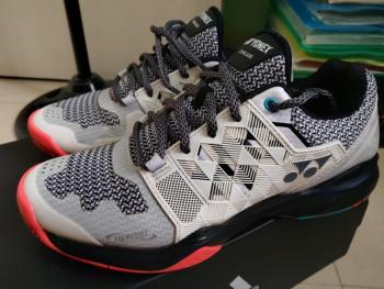 link to Yonex tennis shoes (used)
